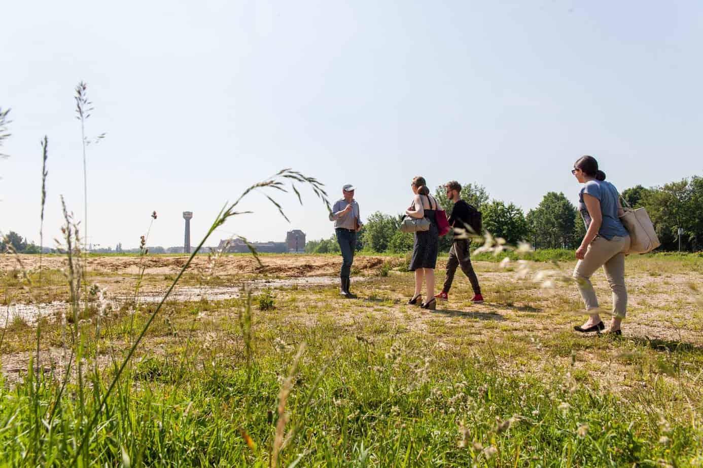 Erkundung in der Wasserstadt: Für das Voloprojekt sind die HAZ-Volontäre in Limmer unterwegs.