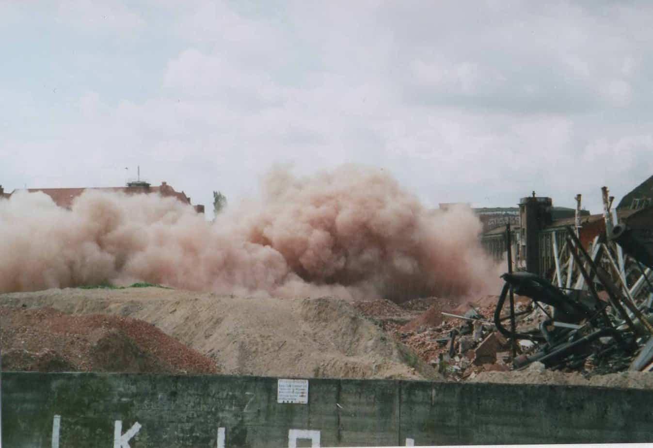 Sprengung auf dem Gelände im Jahr 2009