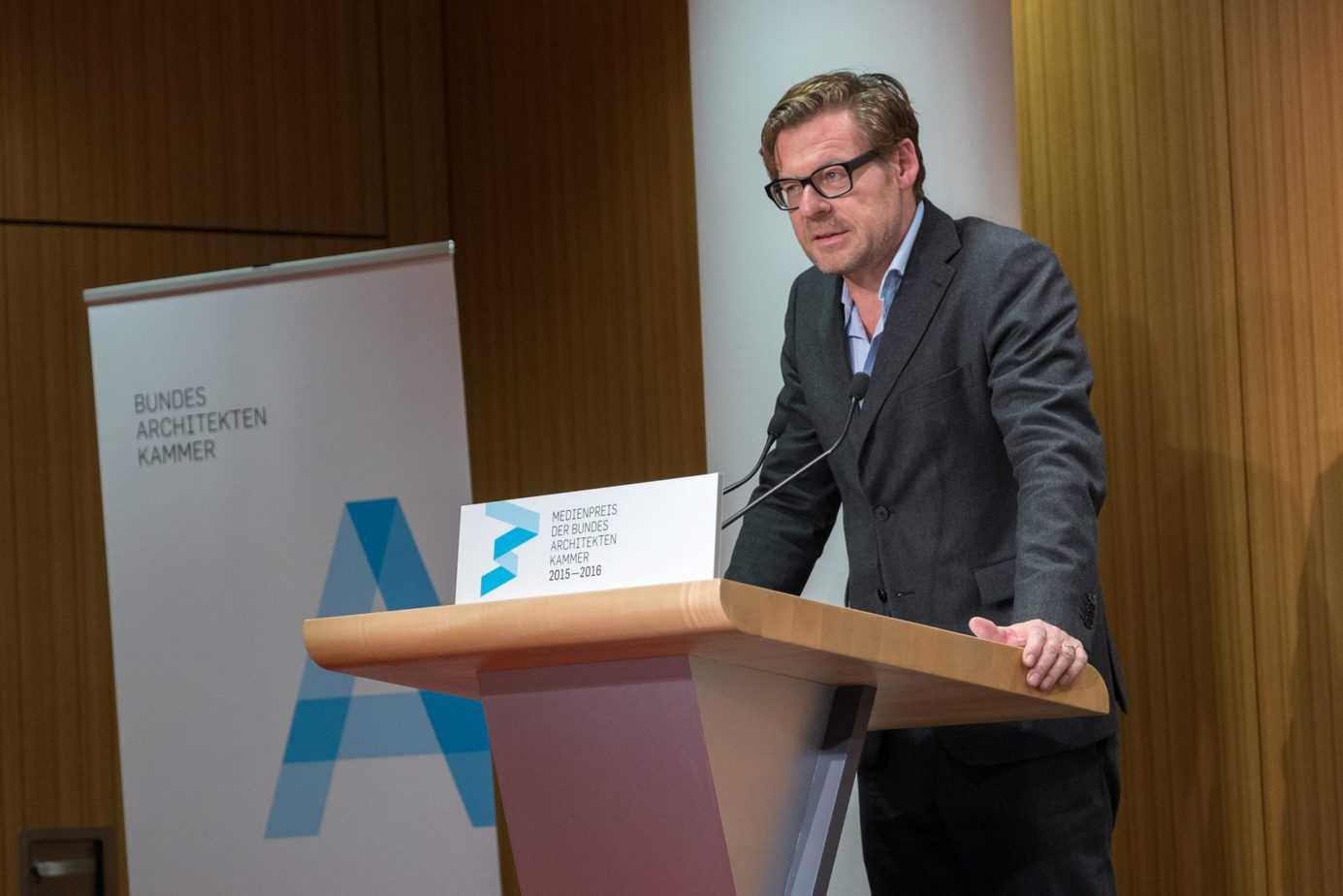 Laudator Riklef Rambow, Professor für Architekturkommunikation und Vorsitzender der Jury.