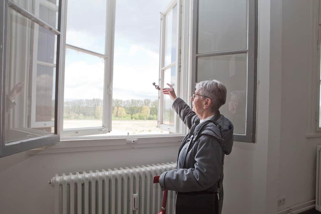 """""""An diesem Fenster stand früher mein Zeichentisch."""""""