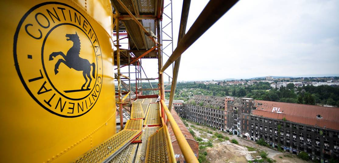 Frisches Gelb am Conti-Turm